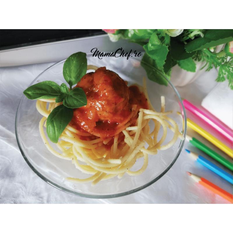 Spaghete cu carne și sos de roșii